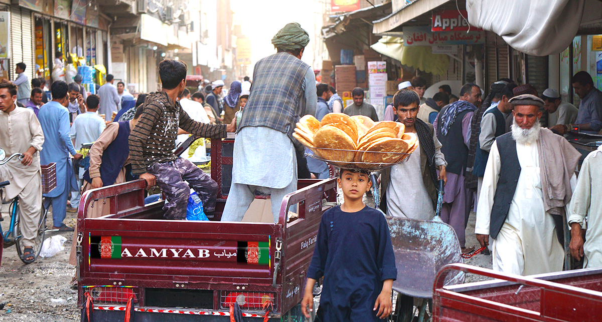 Conflictfood_3BlickeAfghanistan
