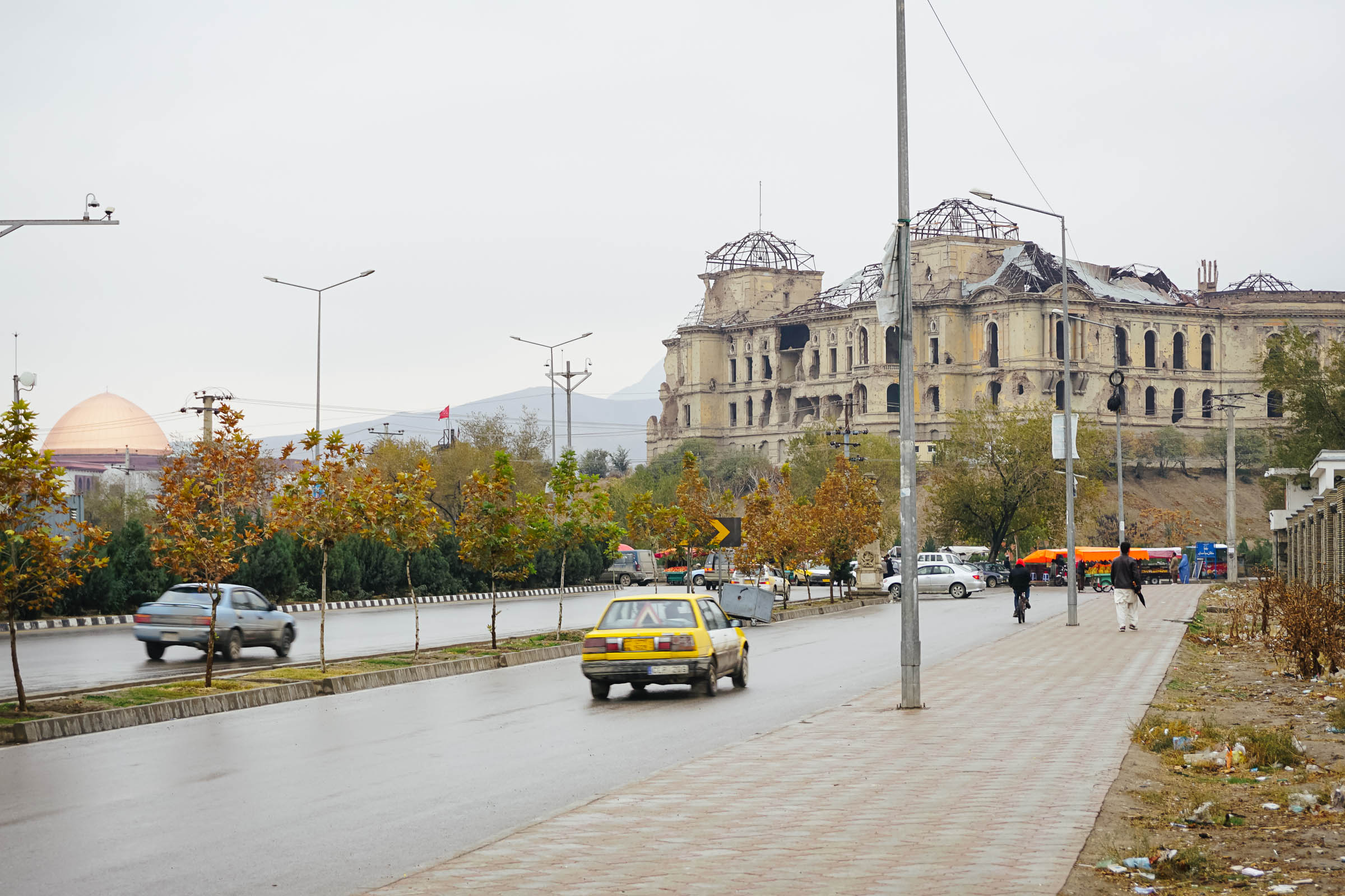 Straße vor dem zerstörten Präsidentenpalast