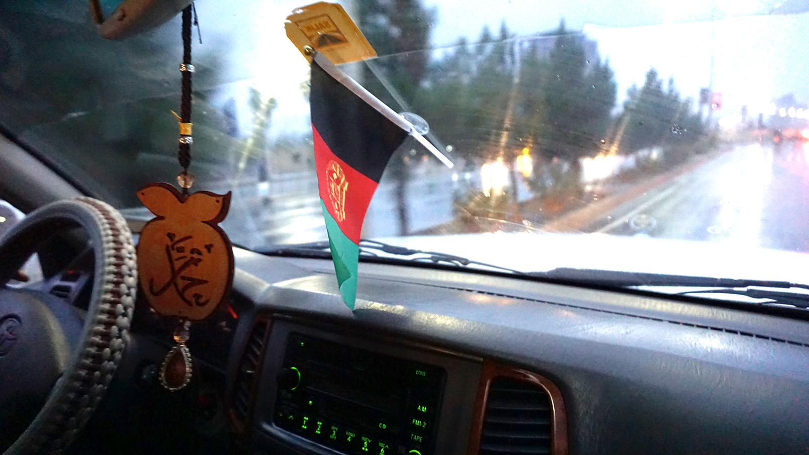 Conflictfood_flag_afghanistan_car